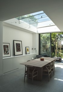 Structural glass roof with glass beams