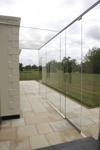 Frameless glass link to listed building
