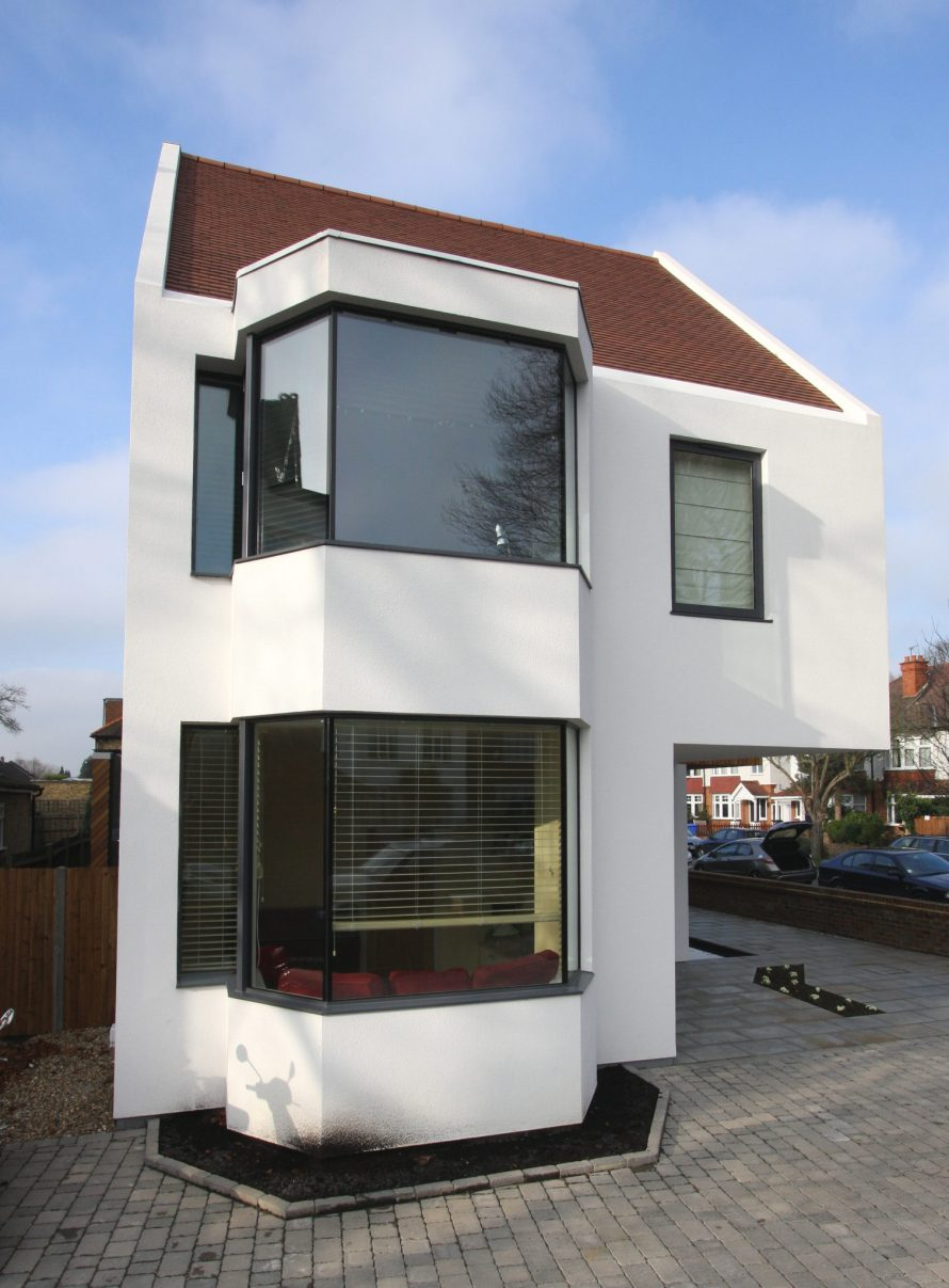 Frameless Bay Windows To A New Build Home In Chiswick