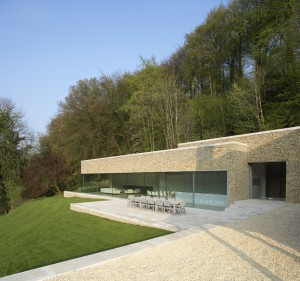 Structural glass created the appearance that this large cantilevered roof is floating