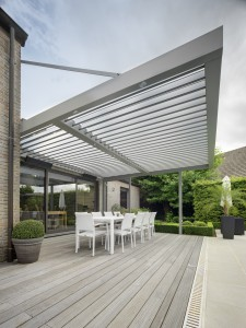 An Umbris Louvre Roof with integrated LED lighting over al fresco dining area
