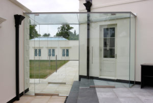 Frameless Glass Link with Integrated Door