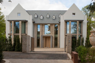 Large structural glass facade to luxury new build home