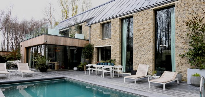 Lakes by Yoo holiday retreat with large glass picture windows and swimming pool