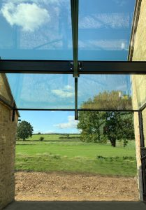 Structural glass support beam to glass link