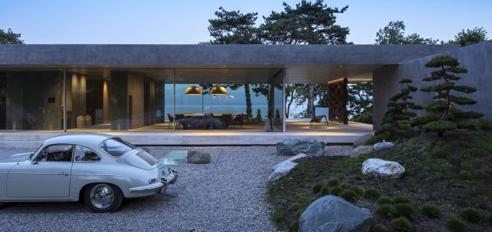 Floor to ceiling sliding glass facade to international luxury home